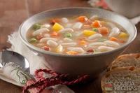 Sopa de feijão branco com legumes e gengibre