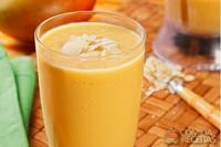 Vitamina de coco, manga e amêndoas