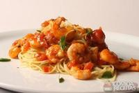 Espaguetini com camarão