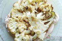Assado de couve flor com fondue de queijo