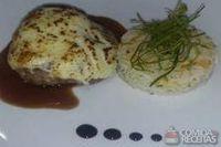 Filé mignon grelhado com queijo e arroz
