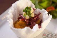 Cestinha de tapioca com abóbora e carne seca