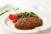 Patinho grelhado com vagem e tomate