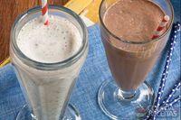 Milk-shake de coco e baunilha com crocante