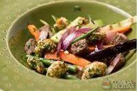 Mignon salteado com legumes e castanha de caju