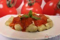 Nhoque de batata-doce com molho de tomate
