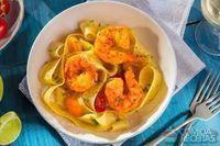 Parpadelle com camarão, azeite e salsa