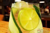 Gin clássico–pepino, limão e tônica