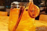 Gin contemporâneo–laranja, pimenta jamaica e canela