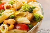Penne speciale com legumes e frango