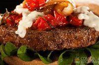 Hambúrguer angus com molho de gorgonzola