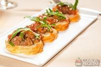 Bruschetta de aliche com tomate