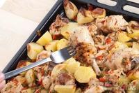 Frango cozido com batata e cebola