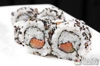 Uramaki de salmão skin