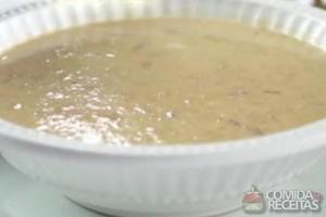Sopa de lentilha com creme de leite