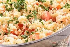 Salada de couscous com salmão