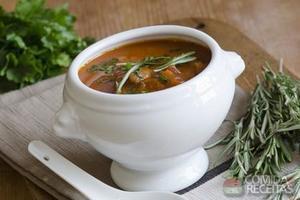 Sopa de músculo com batata e fava