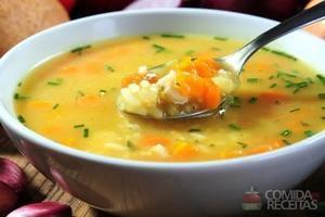 Sopa de vegetais com macarrão