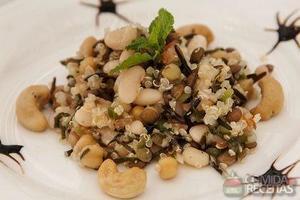 Salada de grãos com castanha de caju e hortelã