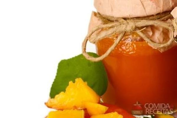 Geléia de manga e suco de laranja
