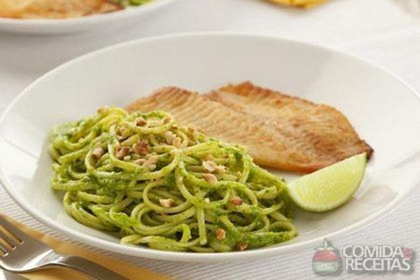 Receita de baveti ao pesto de cheiro verde com til pia for Comida para tilapia