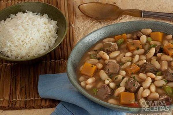 Cozido de feijão branco, carne e abóbora