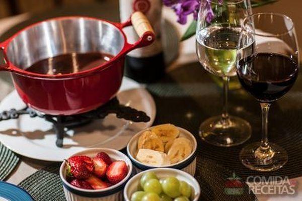 Receita de fondue de chocolate light especial comida e receitas - Fondue de chocolate ...
