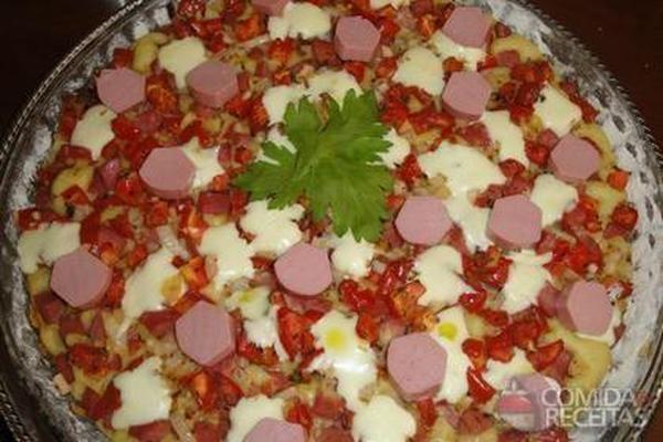Torta de salsicha e peito de frango