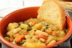 Sopa de feijão branco e legumes
