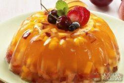 Gelatina de frutas e vinho