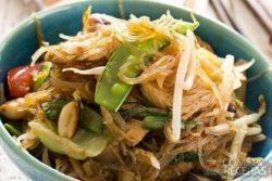 Japchae (espaguete com carne e vegetais)