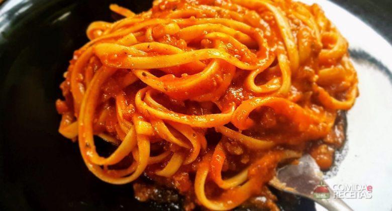 Macarrão ao molho de tomate