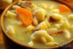 Sopa de peito de frango e feijão branco