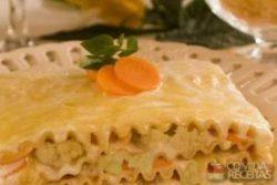Lasanha ao molho de couve flor com cenoura
