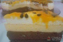 Torta mousse de chocolate e macarujá