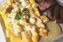 Nhoque de batata salsa ao molho gorgonzola