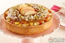Torta de frutas e caramelo de pistache