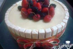 Torta Bis de frutas vermelhas com chocolate branco