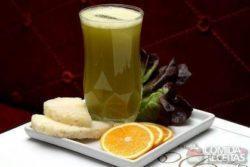 Suco de laranja, abacaxi e alface