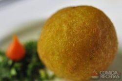 Bolinho de mandioca com recheio de carne seca especial