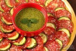 Carpaccio de salame ao pesto de hortelã
