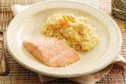 Risoto de laranja com salmão
