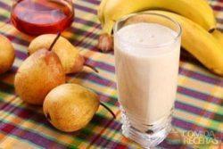 Vitamina de banana com mel e pera