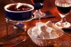 Marshmallow com fondue de chocolate