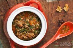 Sopa de carne com espinafre