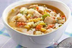 Sopa de legumes e frango