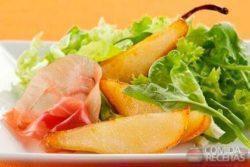 Salada de pera grelhada e presunto