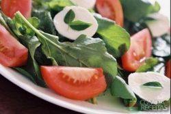 Salada manjericão