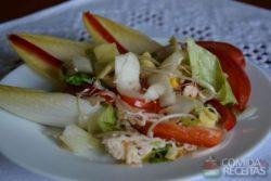 Salada fitness de endívia com frango