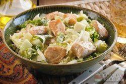Salada de salmão com pepino e pera